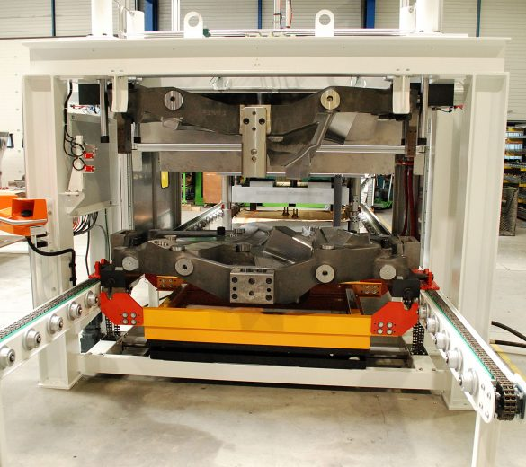 Robotic molding - compression molding SMC - GEBE2