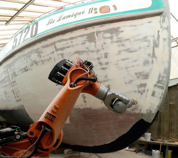 Ponçage-robotisé-de-coque-de-bateau---GEBE2