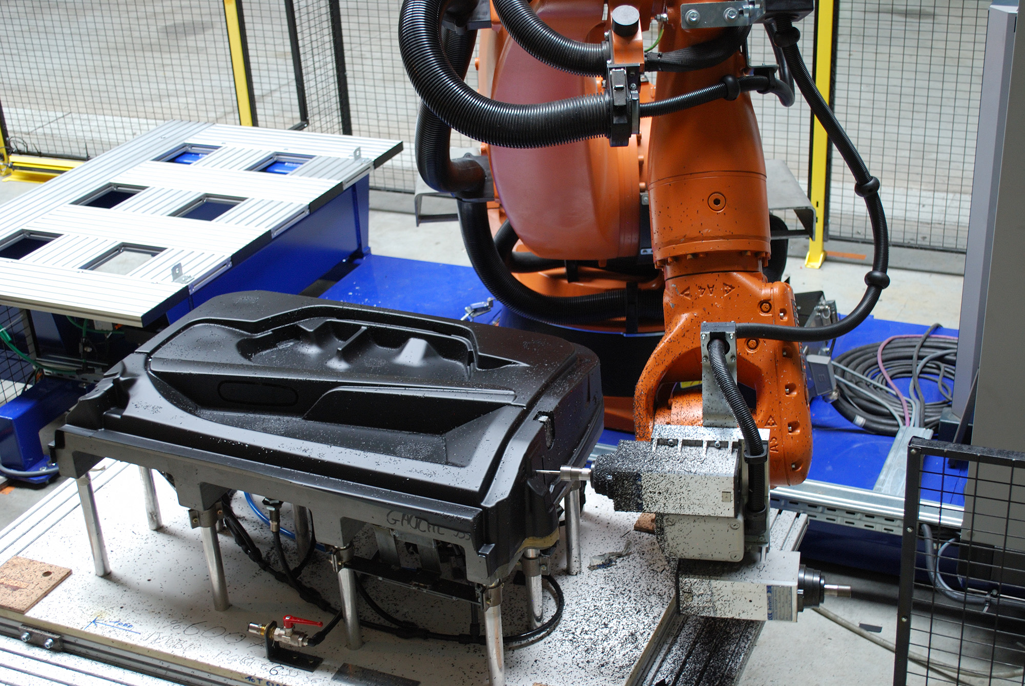 Robotic trimming composite and metal parts - GEBE2