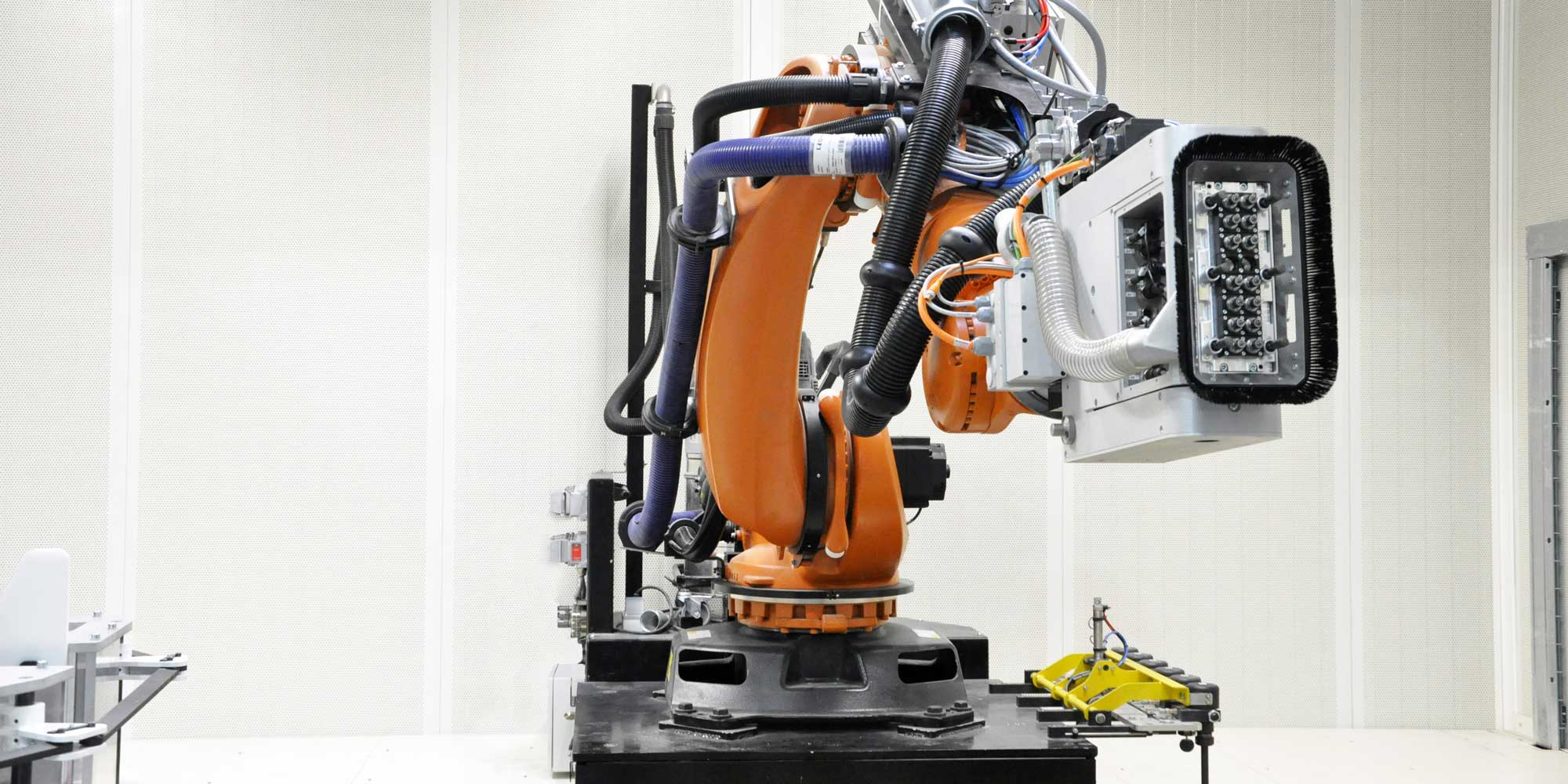 Robotic drilling - accoustic drilling of composite panels - GEBE2